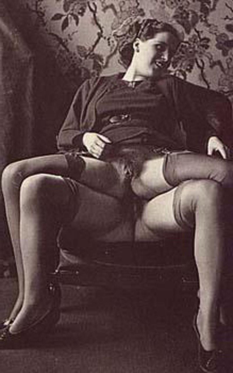 itty bitty tittie comittee – Erotisch