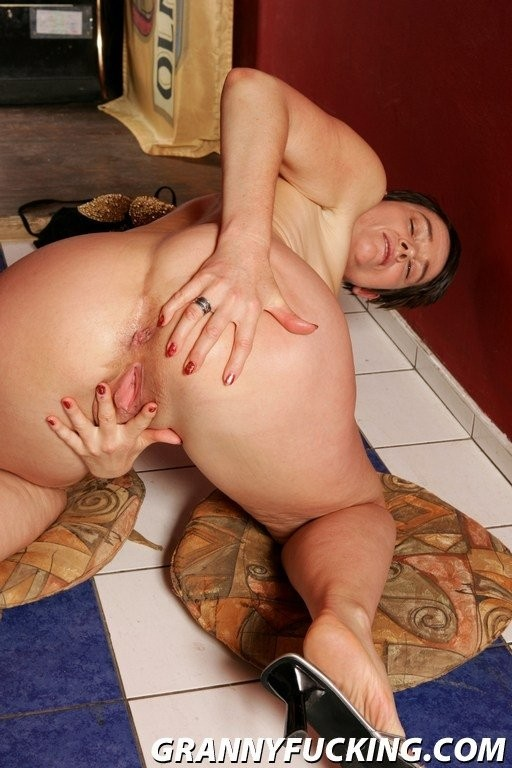 girl gets fucked on public porch – Anal