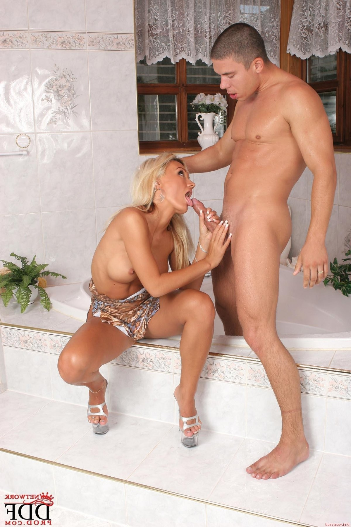 mmf european blonde threesome by the pool – Domina