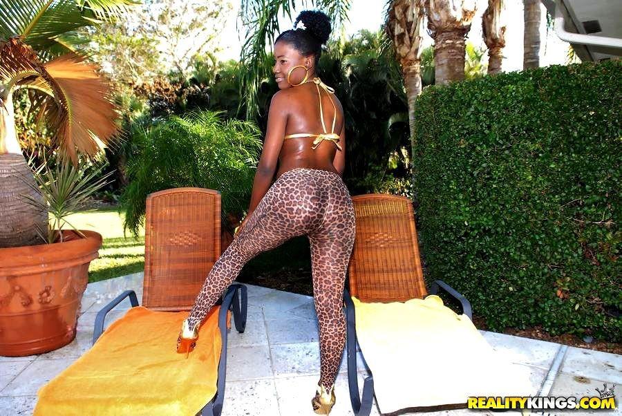 girl bikini swimsuit model – Domina